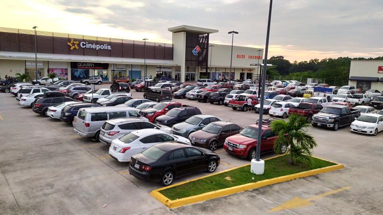 Estacionamiento-Plaza-Las-Flores-Tonalá